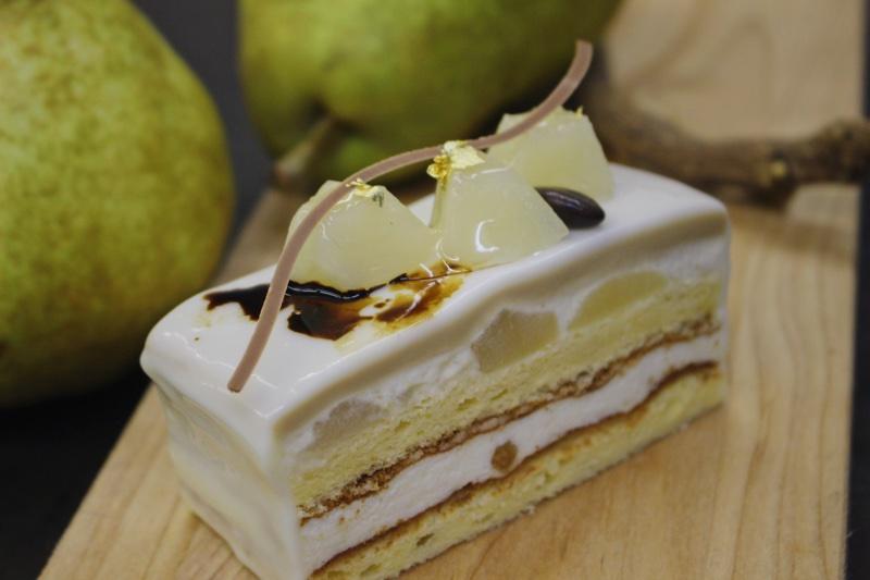 旬の洋梨、フランス菓子らしさを詰め込んだムースで表現します