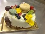 ホワイトチョコレートモカ、特別なホールケーキ