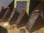 クラシックな装いのチョコレートピラミッド、完成です!