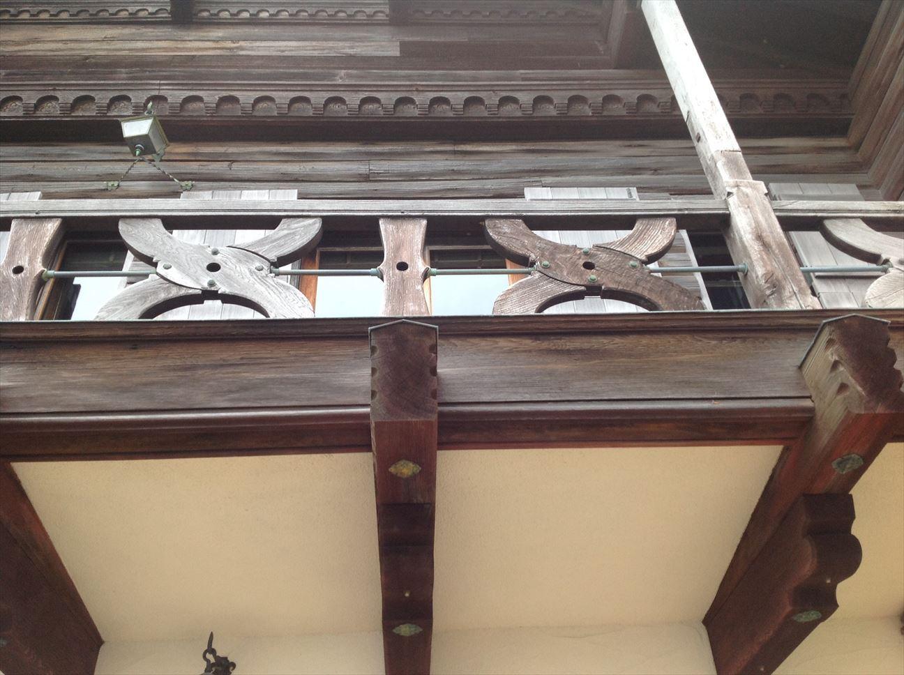 一階部分は洋館スタイル。二階は和の装い。
